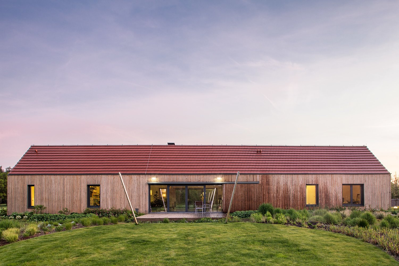 Outdoor, Vertical Fences, Wall, Wood Fences, Wall, Landscape Lighting, Grass, Gardens, Flowers, Shrubs, Side Yard, and Garden  Nowa Górka by Studio GAB