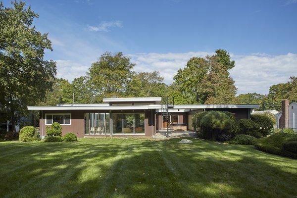 An Irresistible Midcentury in Massachusetts Asks $700K