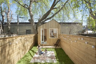 This Architect's Tiny Studio Is the Ultimate Backyard Workspace - Photo 9 of 9 -