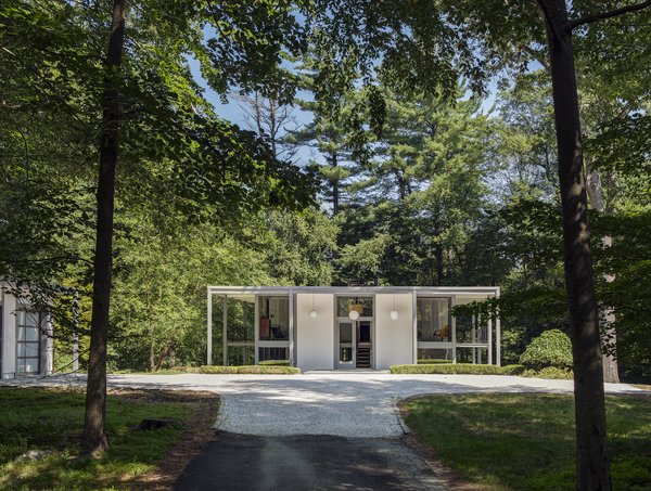 A Showstopping Midcentury in New Canaan Hits the Market