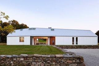 A LEED Gold Weekend Home Embraces the Ontario Landscape - Photo 3 of 16 -