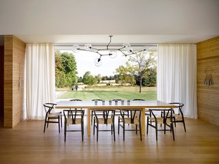 A LEED Gold Weekend Home Embraces the Ontario Landscape - Photo 6 of 16 -