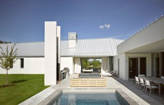 A LEED Gold Weekend Home Embraces the Ontario Landscape - Photo 12 of 16 -
