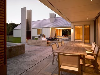 A LEED Gold Weekend Home Embraces the Ontario Landscape - Photo 13 of 16 -