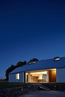 A LEED Gold Weekend Home Embraces the Ontario Landscape - Photo 14 of 16 -