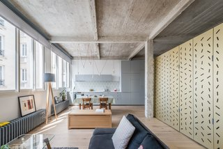 An Ingenious Gold Island Transforms an Industrial Apartment in Paris - Photo 2 of 16 -