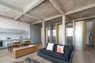An Ingenious Gold Island Transforms an Industrial Apartment in Paris - Photo 6 of 16 -
