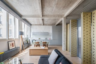 An Ingenious Gold Island Transforms an Industrial Apartment in Paris - Photo 7 of 16 -