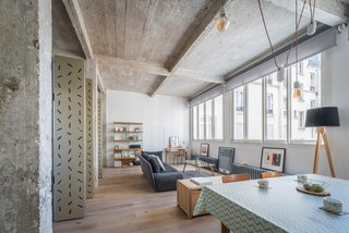 An Ingenious Gold Island Transforms an Industrial Apartment in Paris - Photo 10 of 16 -