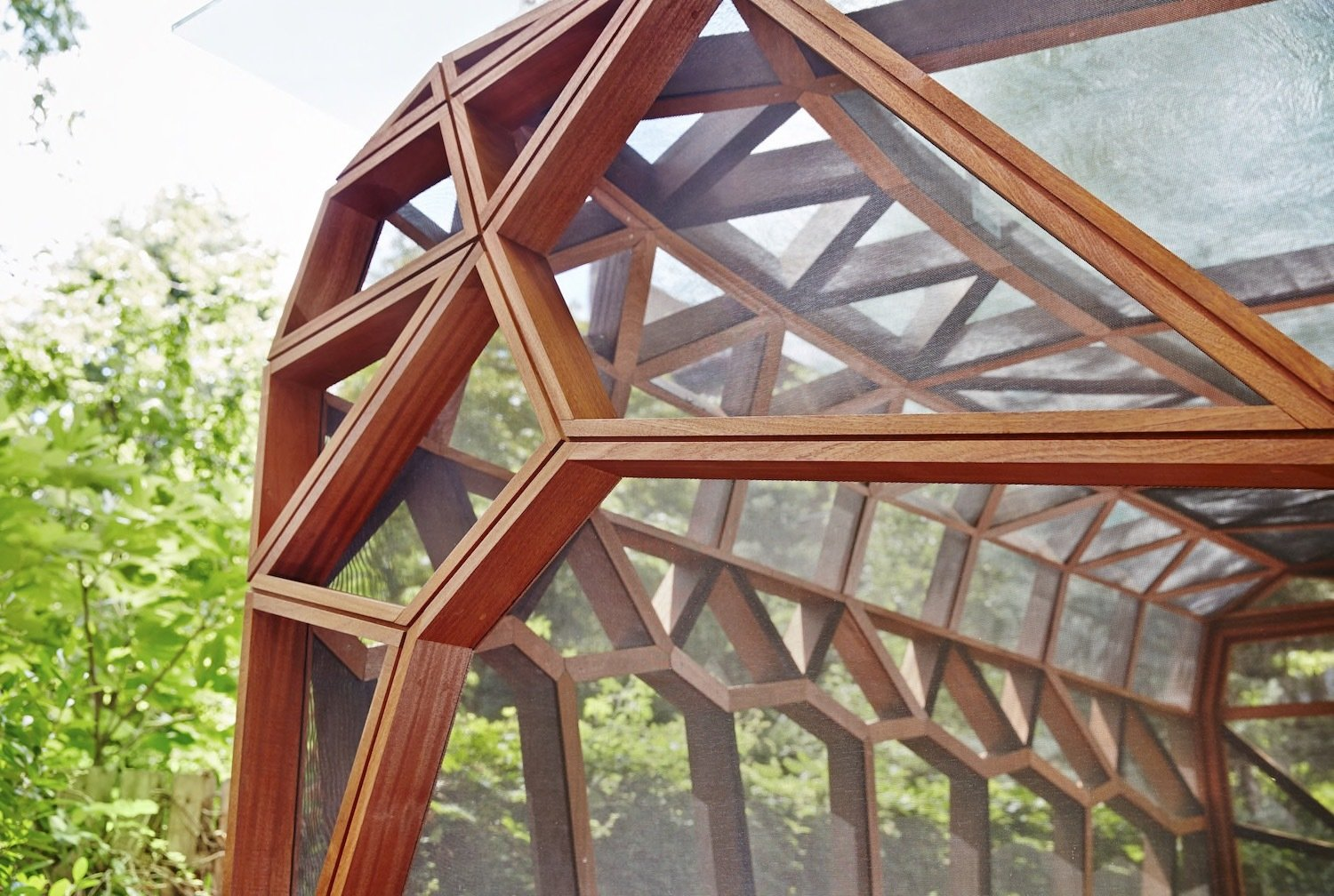 Exterior, Cabin Building Type, Wood Siding Material, Flat RoofLine, and Prefab Building Type  Photo 4 of 8 in This Prefab Backyard Pavilion Mimics a Dragonfly's Wings
