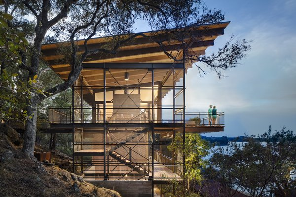 A Spectacular Lakeside Retreat in Texas Embraces the Outdoors - Photo 10 of 10 -
