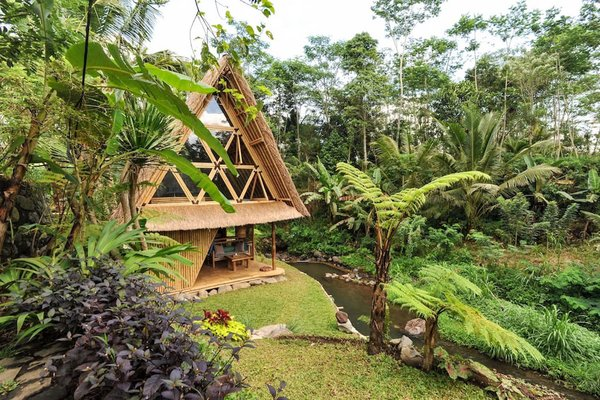 This Serene Bamboo Bungalow Rental Is a Slice of Paradise in Bali - Photo 7 of 14 -