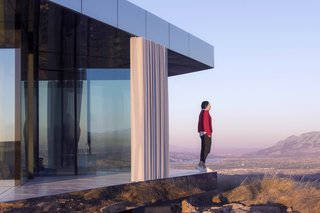 Go Stargazing in This Off-Grid Glass Prefab Nestled in the Desert - Photo 12 of 13 - The house is temporarily located 15 minutes by car from Gorafe village.