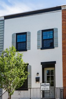The team softened the brick facade with off-white paint (Oc-17 White Dove), which complemented the striking black-framed windows and doors (Hc-178 Charcoal Slate).