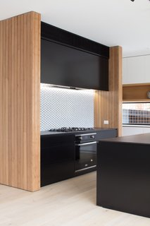 The kitchen is fitted with a Highland ceramic glass cooktop and a built-in oven.