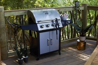 The hexagonal deck also features a classic five-burner gas grill to satisfy the guests' cookout needs.