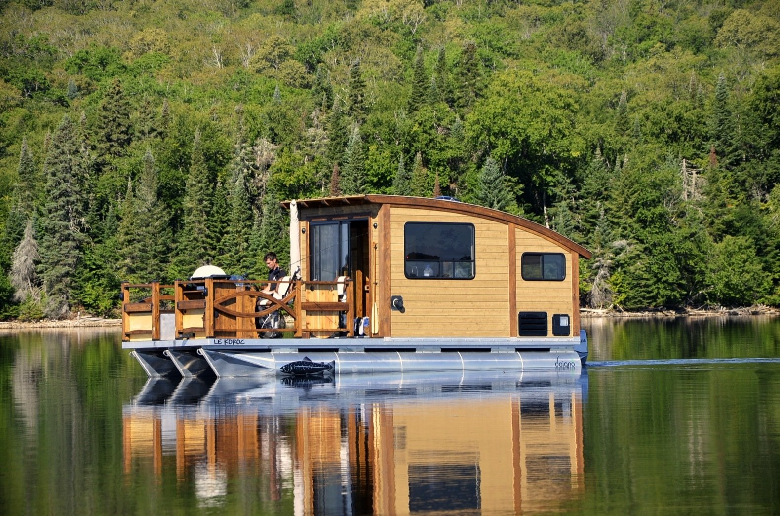 Kick Back in This Tiny, Solar-Powered Houseboat For $61K