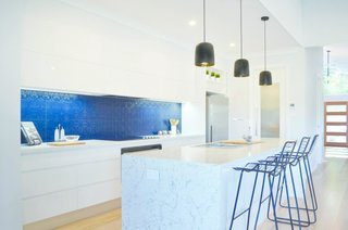 'White Attica' complements the cool tones of this modern kitchen.