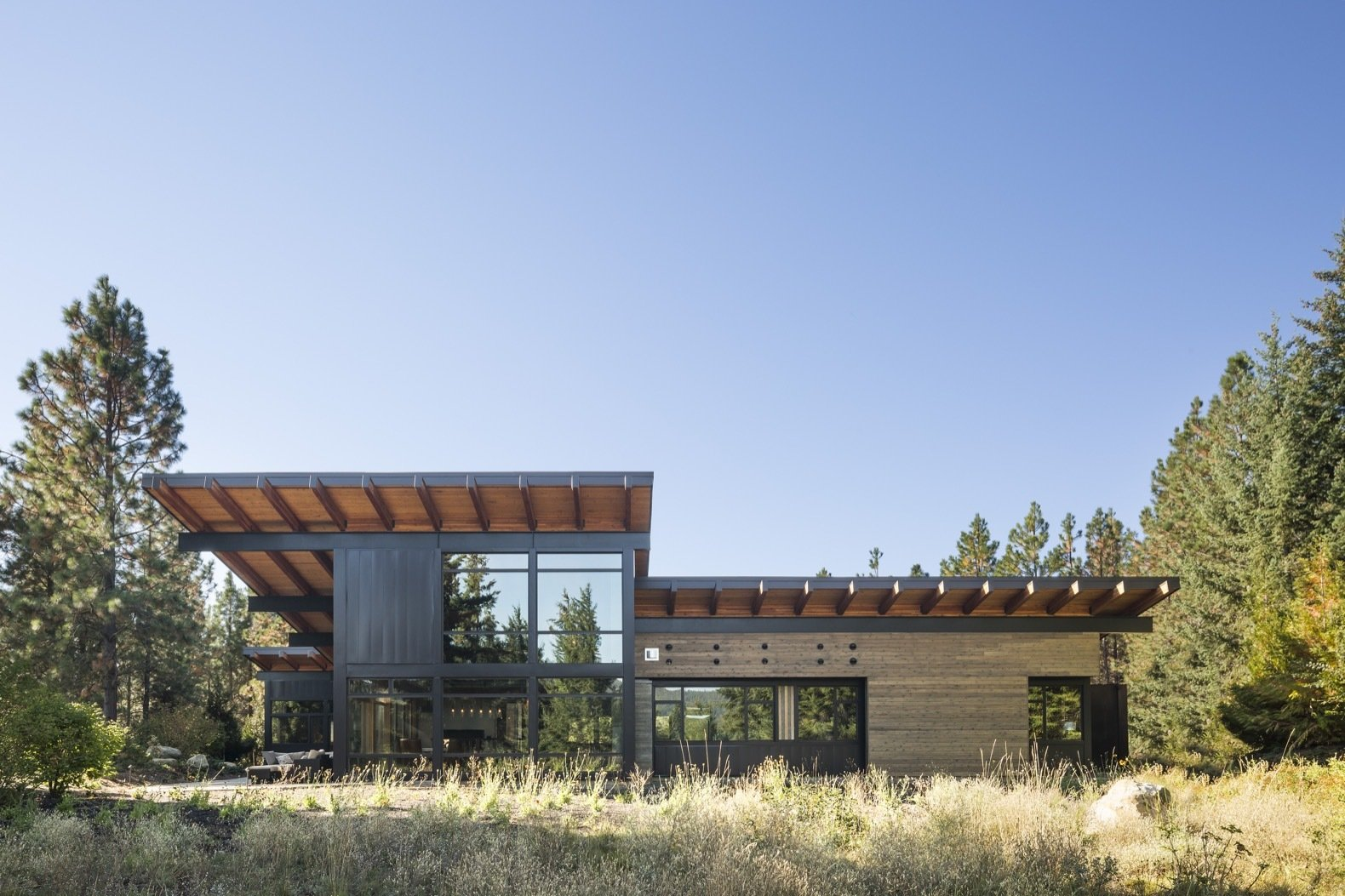 A Net-Zero Home Shrugs Off Winter With Solar-Energy Comfort