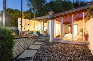 The sculptural butterfly roof accentuates views.