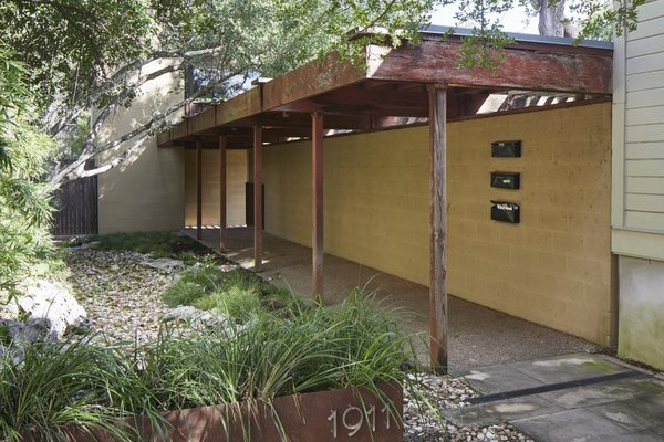 Hidden behind a 1930s bungalow on a remote street, the entrance to the Cranfill-Beacham Apartments is marked by a redwood pergola.