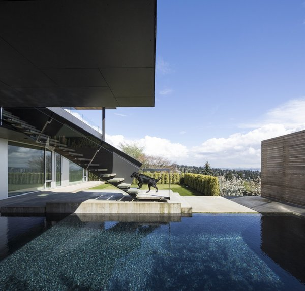The projecting volume also protects the pool from solar glare.