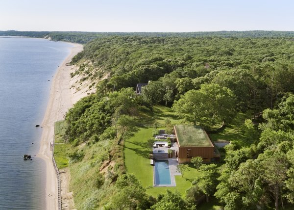 Located in the Hampton Bays, the Peconic House is sandwiched between an old-growth forest and the waterfront.