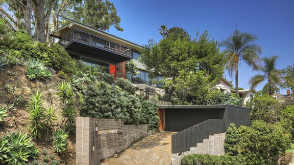 Set on a 17,000-square-foot lot, the home commands impressive views in Silver Lake.