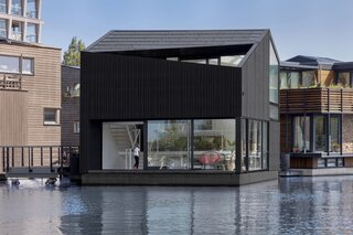 An Off-Grid Floating Home Brings the All-Black Aesthetic to the Canals of Amsterdam