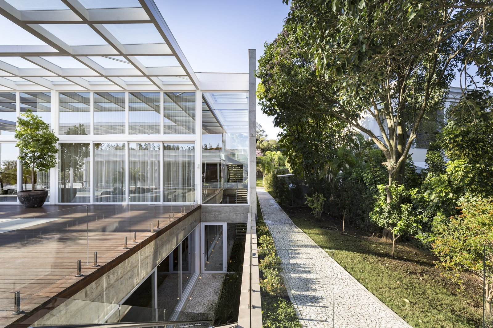 Outdoor, Trees, Back Yard, Grass, Gardens, Walkways, Garden, Large, Wood, Metal, Horizontal, and Landscape  Best Outdoor Large Metal Photos from Jardim do Sol House