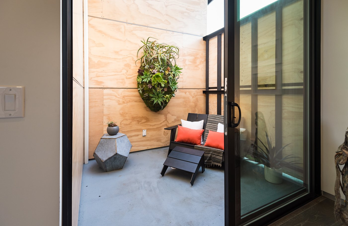 Outdoor, Garden, Flowers, Wood, Small, Horizontal, Wood, Vertical, Decking, and Hanging  Best Outdoor Flowers Vertical Photos from Homeside House | HMDG Inc.
