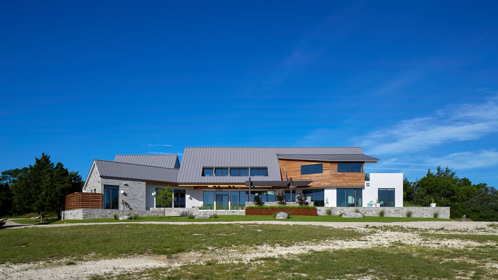 Lake Waxahachie Home by Mark Odom Studio