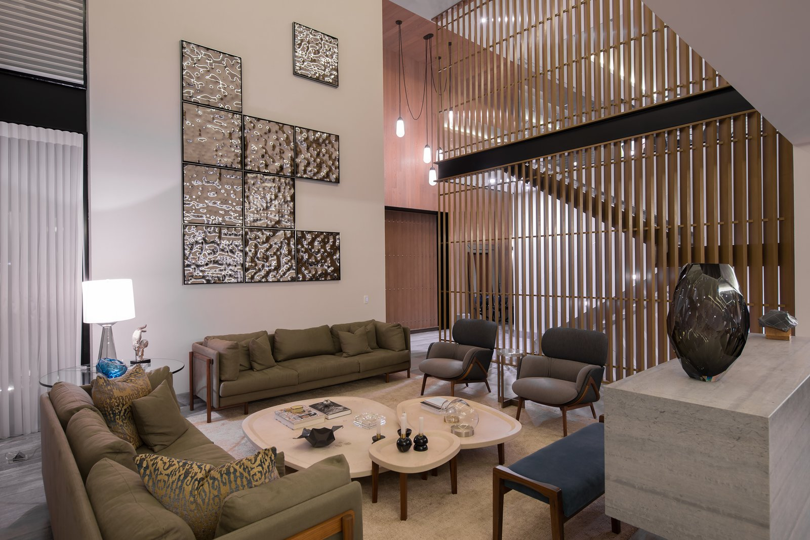 Living Room, Accent Lighting, Ceiling Lighting, Pendant Lighting, Chair, Sofa, and Floor Lighting  M-4 House by C Cúbica Arquitectos
