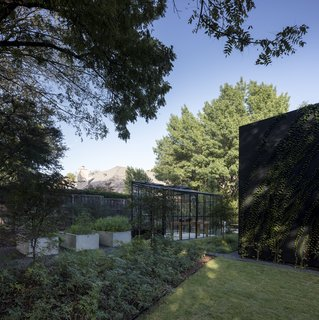 Sited on a wooded lot across from the Texas Parks and Wildlife Department, this contemporary residence by 5G Studio Collaborative blurs the boundaries between indoors and outdoors with plenty of glass walls, a large garden, and a greenhouse.