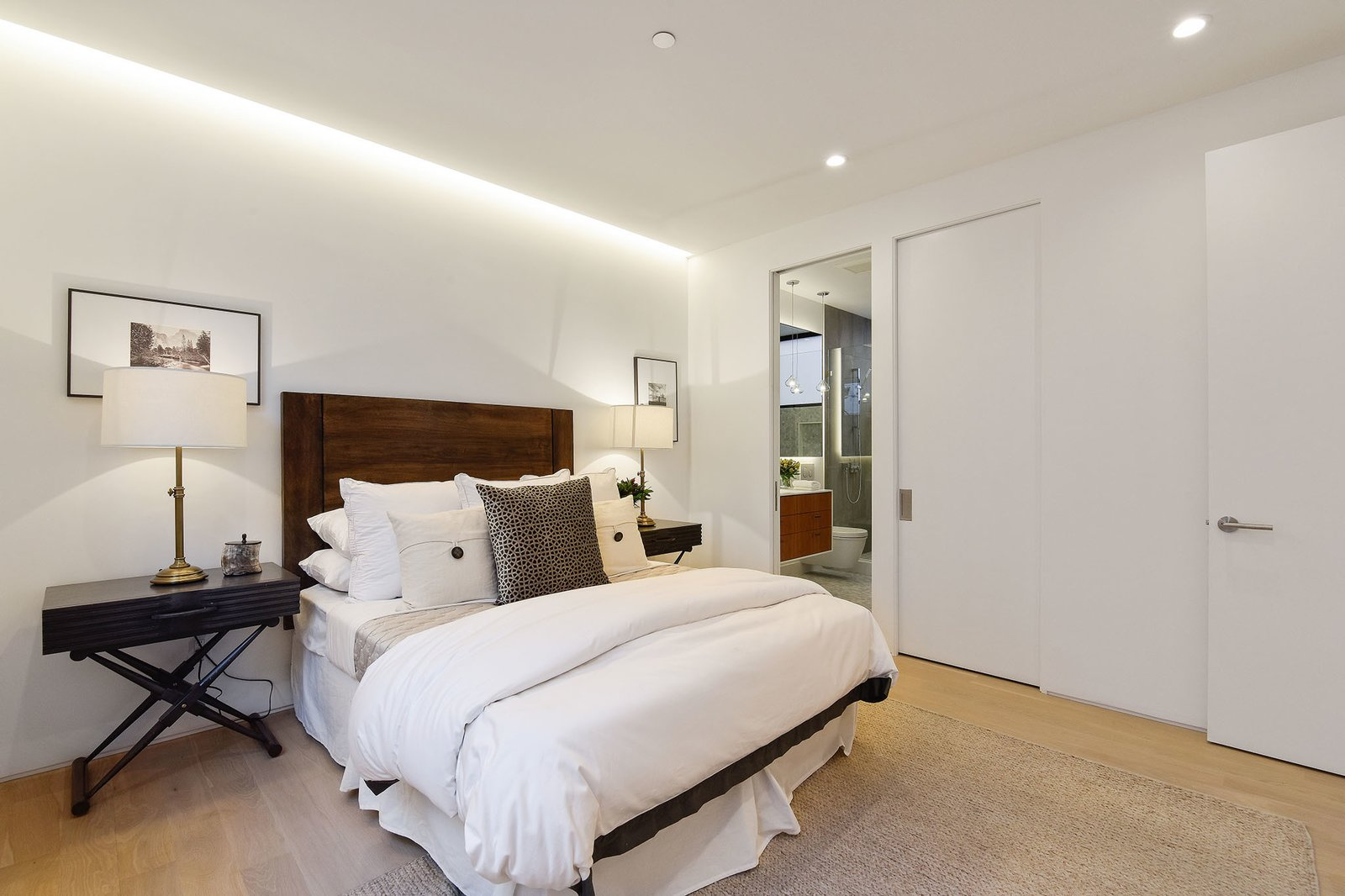 Bedroom and Recessed Lighting  For Sale: 188 Quane Street