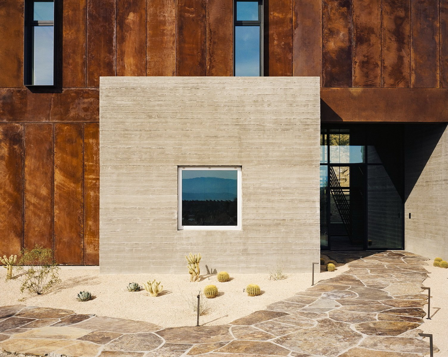 """Windows, Metal, and Picture Window Type  Photo 4 of 14 in This Palm Springs Desert Home """"Dissolves Barriers"""" Between Indoors and Out from Ridge Mountain Residence"""