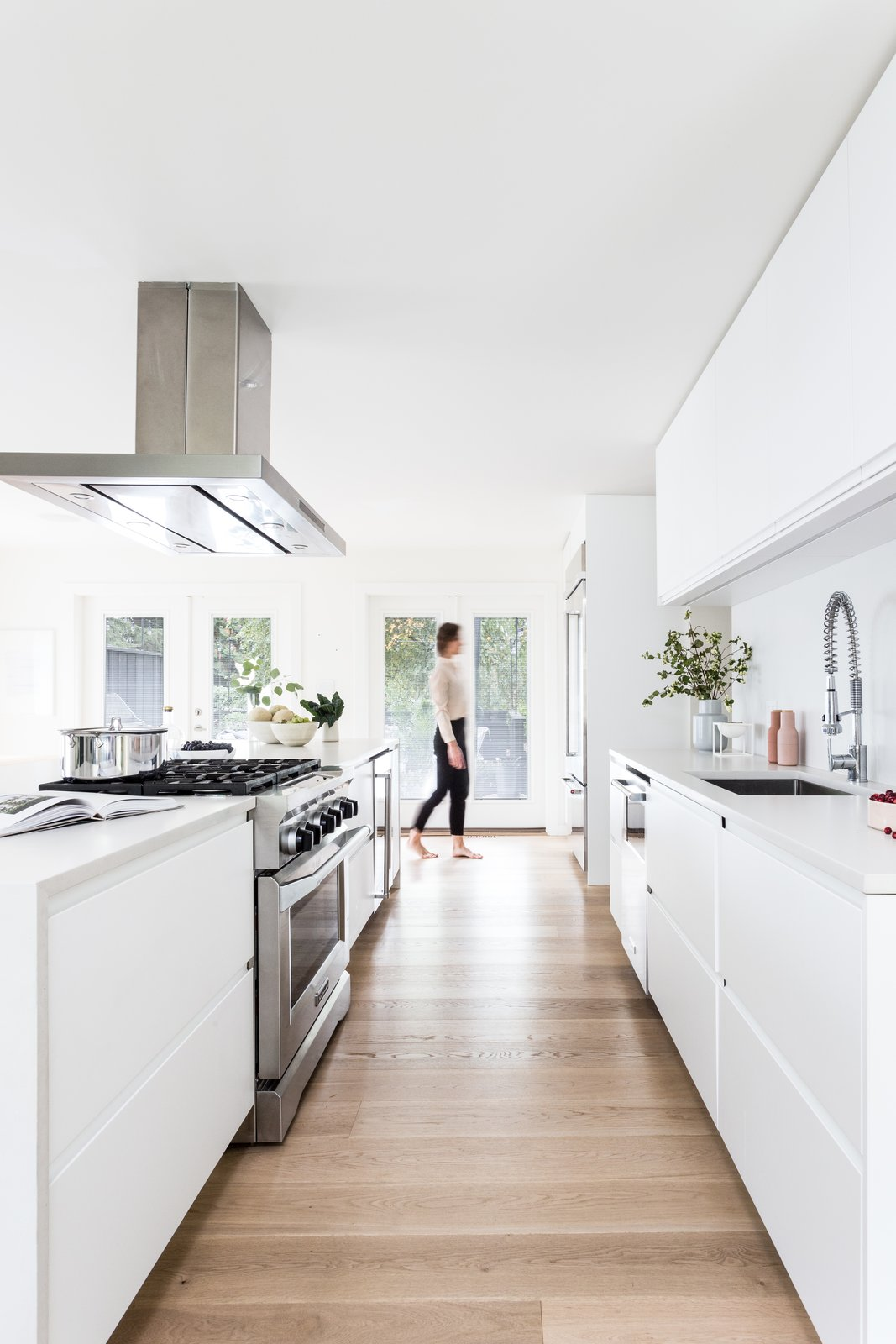 Photo 10 of 30 in These 30 White Kitchens Are Anything But Ordinary ...