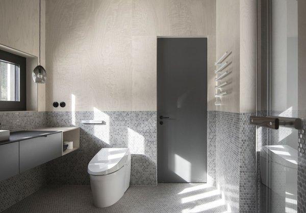 Best 39 Modern Bathroom Ceramic Tile Floors One Piece Toilets Design