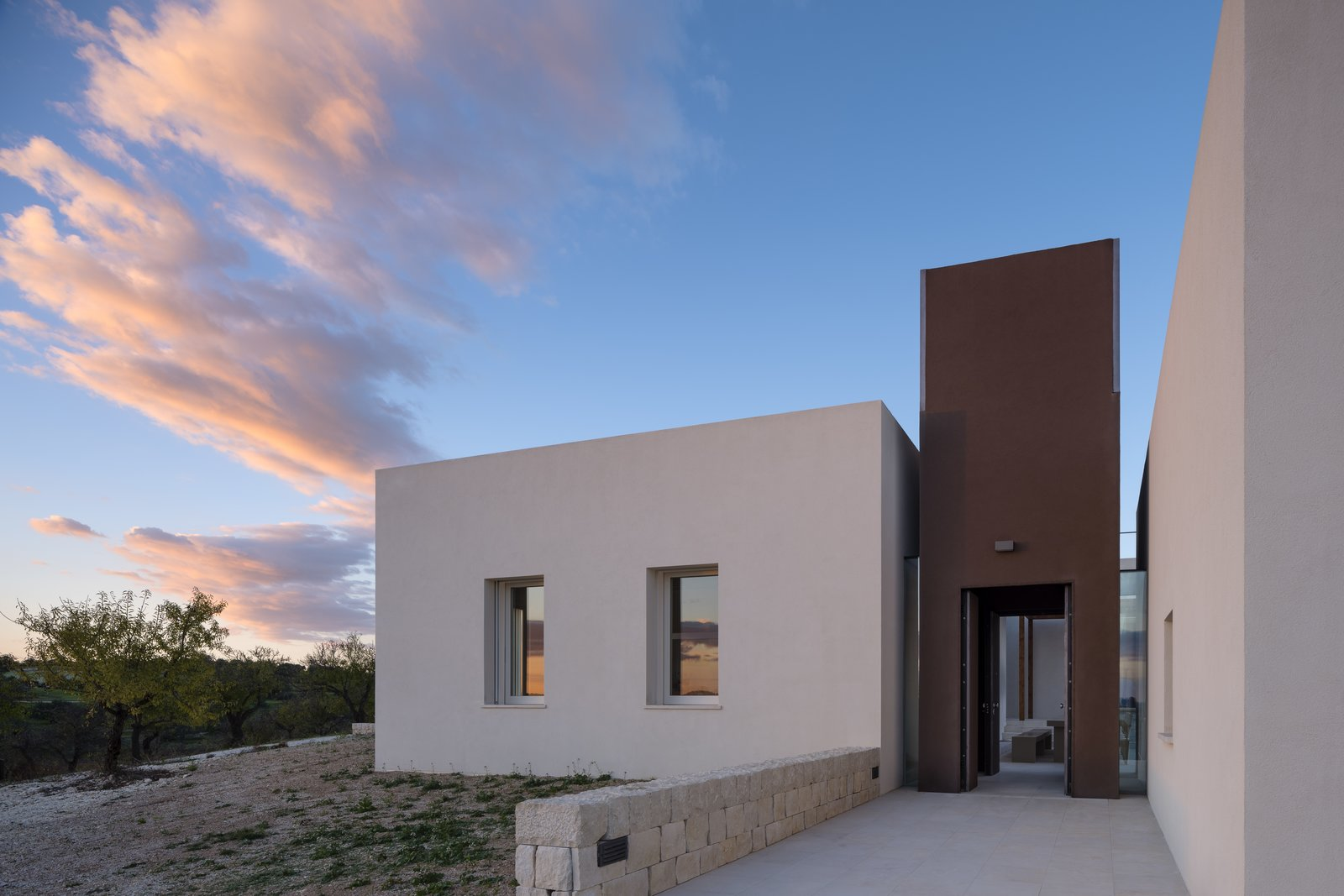 Exterior, Flat RoofLine, and House Building Type  Cozzo Coniglio