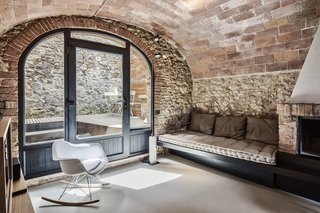 An Old Stone Building in Tuscany Becomes a Modern Hideaway - Photo 5 of 10 -