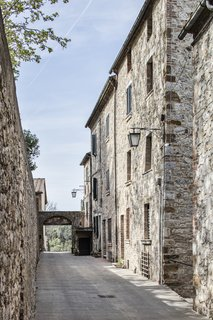 An Old Stone Building in Tuscany Becomes a Modern Hideaway - Photo 2 of 10 -