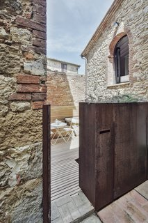 An Old Stone Building in Tuscany Becomes a Modern Hideaway - Photo 10 of 10 -