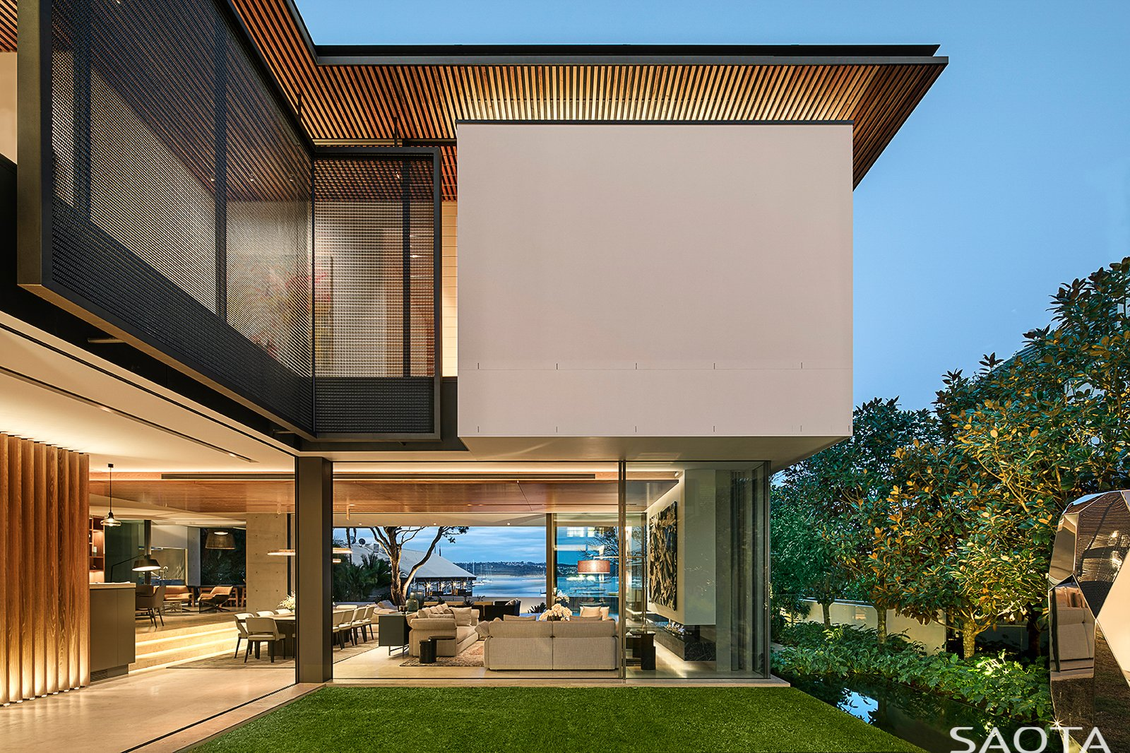 Outdoor and Front Yard  Double Bay