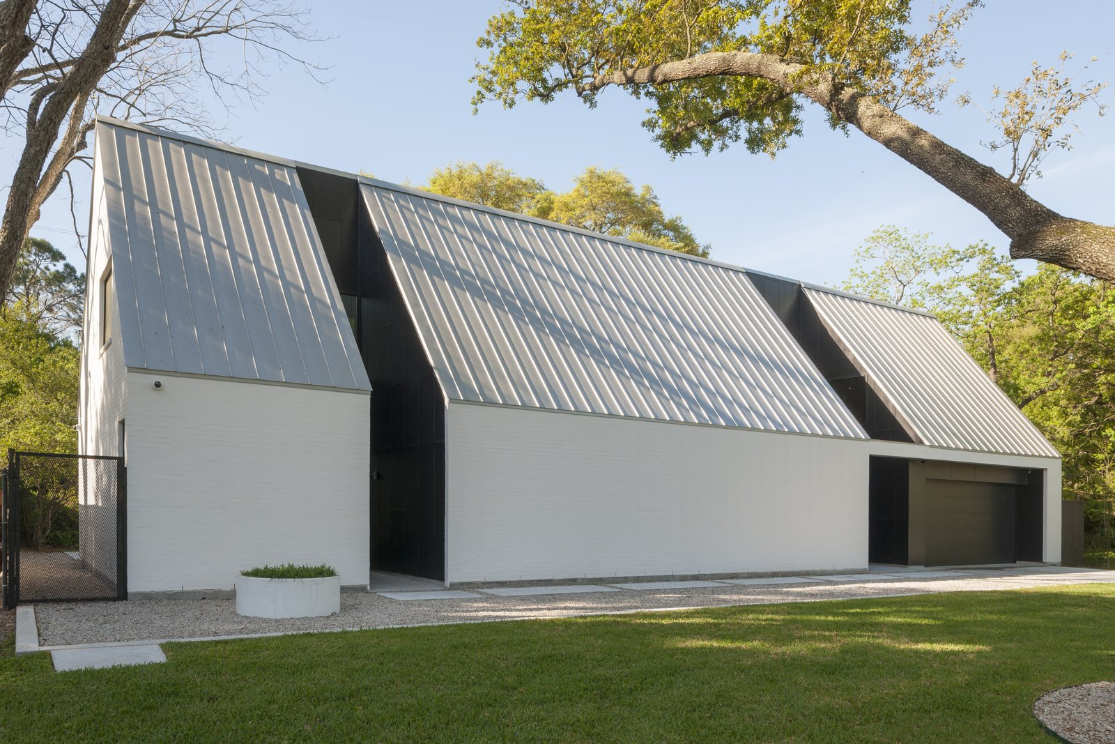 Exterior, Metal Roof Material, Brick Siding Material, and House Building Type  R House
