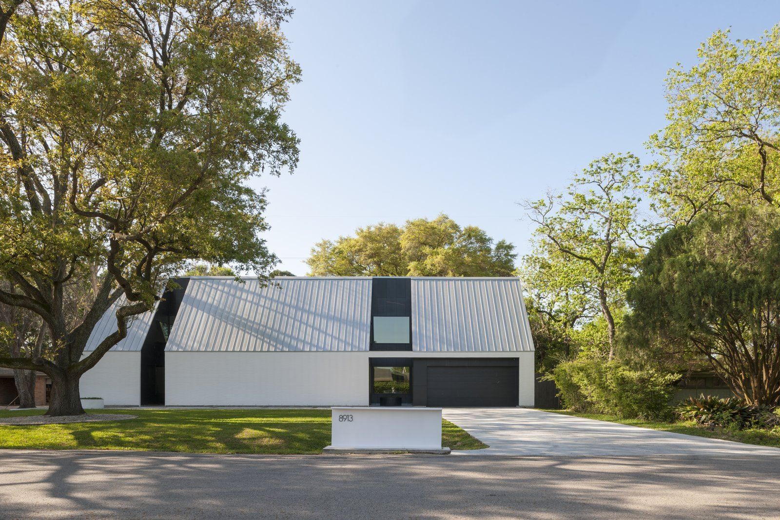 Exterior, House Building Type, Gable RoofLine, and Metal Roof Material  Photo 4 of 5 in Top 5 Homes of the Week With Striking Exteriors from R House