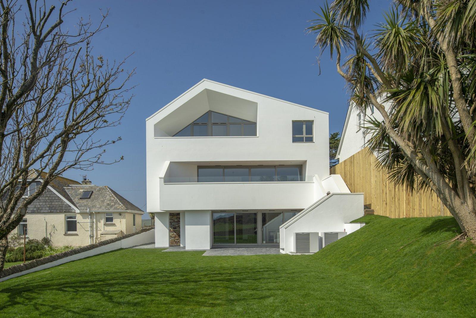 A UK Home With Panoramic Ocean Vistas Asks $3.5M