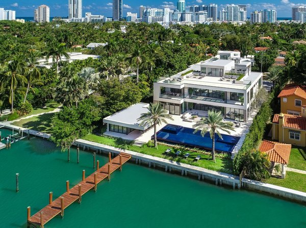 Ultra Luxe 32 Million Mega Mansion On Miami Beach Modern