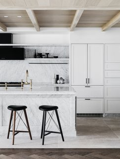 The monochromatic kitchen of the holiday villa evokes a calming mood.