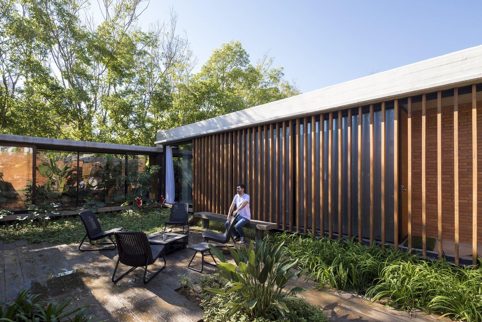 Outdoor, Grass, Garden, Side Yard, Trees, Shrubs, and Gardens  Patios House