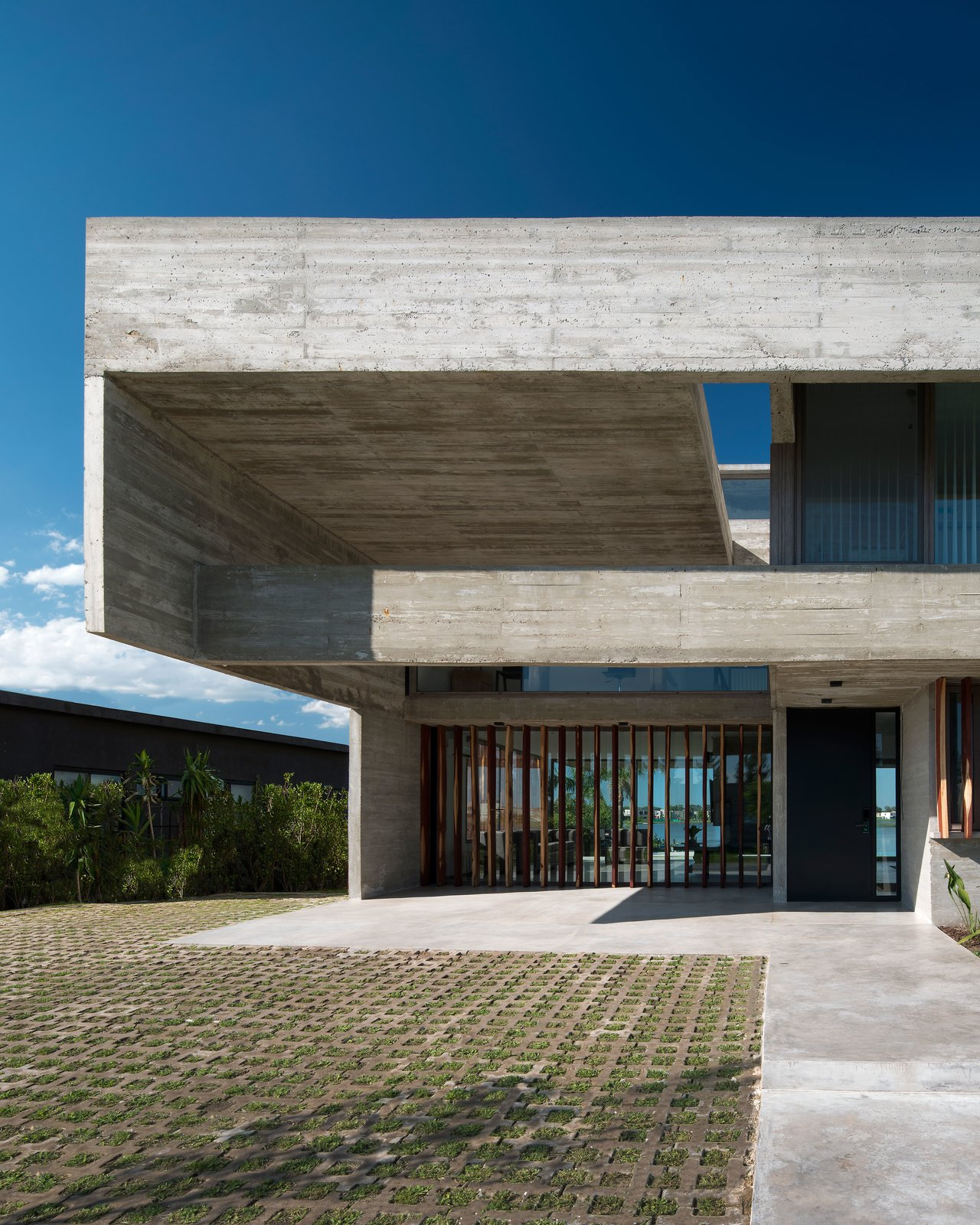 Exterior, Concrete Siding Material, Flat RoofLine, and House Building Type  10 House by Luciano Kruk arquitectos